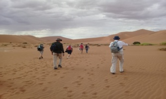 Tourists walking towards Dead Vlei in the Namiba Desert, Sossusvlei, Namibia