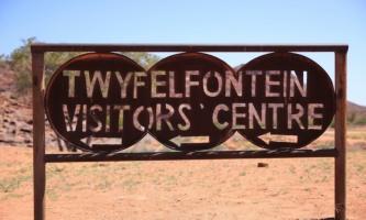 lumona_tours_namibia_twfelfontein002_t